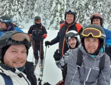 Klaus Iohannis s-a fotografiat iarasi cu turistii, la schi