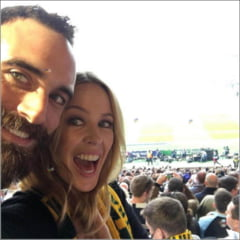 Kylie Minogue si-a anuntat oficial logodna - iubitul ei e mai tanar cu 19 ani