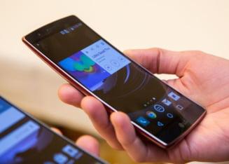 LG a lansat un telefon incredibil: Il poti calca in picioare si nu pateste nimic (Video)