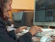 La 80 de ani, tata Chiva sta pe Messenger cu rudele din strainatate
