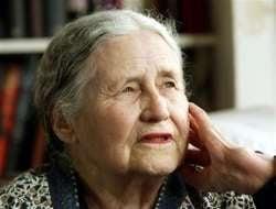 La 86 de ani, Doris Lessing castiga premiul Nobel pentru literatura