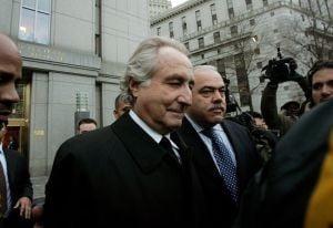 La 90 de ani, o victima a fraudei lui Madoff s-a angajat intr-un supermarket (Video)