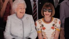 La 91 de ani, regina Marii Britanii a mers pentru prima oara la Saptamana Modei de la Londra (Video & Foto)