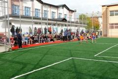 La Falticeni, inaugurare unui nou teren de sport multifunctional cu gazon sintetic si nocturna