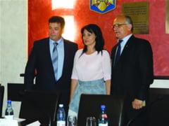 La Ramnicu Valcea se poarta interimatul Eusebiu Veteleanu, viceprimar cu atributii de primar - Carmen Preda si Vasile Cocos, viceprimari