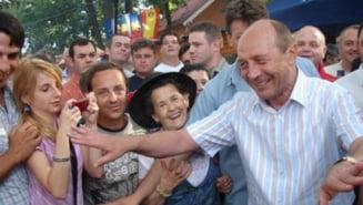 La baile de multime, Basescu iese pe locul I. Antonescu are o problema congenitala - sociologi
