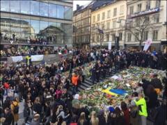 """La doua zile dupa atentat, la Stockholm, peste 20.000 de persoane au manifestat """"pentru dragoste"""" (Galerie foto)"""