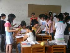 La scoala fara pantofi: Metoda care face ca elevii sa fie mai implicati si sa invete mai bine