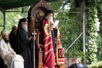 La solicitarea politistilor, Arhiepiscopia Sucevei cere preotilor si monahilor sa respecte masurile anti-COVID