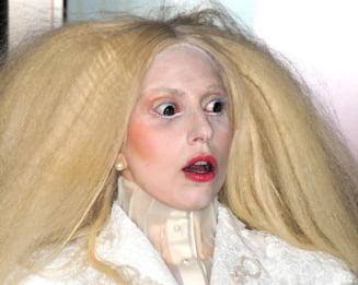 Lady Gaga, in mijlocul unui nou scandal: E acuzata ca isi chinuie catelul (Foto)