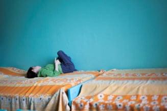 Lagarele de langa tine: Sute de copii cu dizabilitati au murit in institutiile din Romania