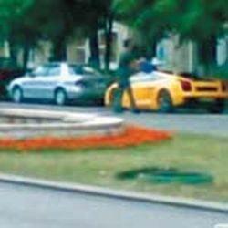 Lamborghini spalat cu galeata in centrul Capitalei (VIDEO)