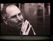 """Lansare Apple iPhone: Steve Jobs """"ajunge"""" pe scena evenimentului"""