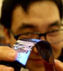 Lansare de senzatie la CES Las Vegas: Ecranul pliabil pentru smartphone Samsung