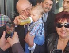 Lansarea candidatului PMP la Primaria Arad: cum a zambit larg Basescu la criticile aduse finului Gheorghe Falca
