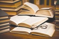 """Lansari extraordinare de carte la Mangalia: """"Biblia pierduta"""" si """"Jean Pangal, documente inedite"""""""