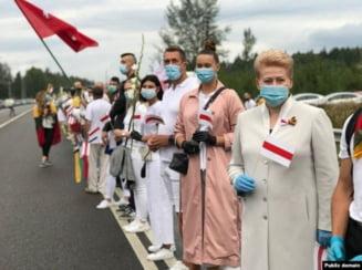 Lant uman de peste 30 de kilometri din Vilnius pana la granita cu Belarus. Gest de solidaritate fenomenal al lituanienilor cu vecinii greu incercati de dictatura