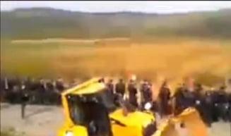 Lant uman in Vaslui impotriva exploatarii gazelor de sist: mai multi oameni au lesinat (Video)
