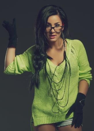 Lara Moco, despre cat se castiga din muzica in Romania si varianta de a poza nud Interviu