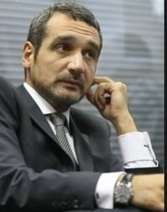 Lazaroiu il ataca dur pe Blaga pe Facebook. Basescu se delimiteaza