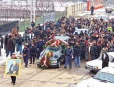 Le Monde: Pentru a atrage turistii, un oras din Romania isi ascunde mortii