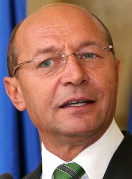 Le Monde: Traian Basescu pierde din popularitate din cauza fratelui sau