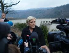"""Le Pen renunta temporar de la conducerea partidului, in timp ce sute de protestatari au strigat """"Nu Frontul National"""""""