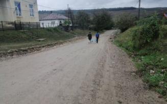 Le-a ajuns cutitul la os! Satenii din comuna cea mai saraca a Romaniei au dat primarul de patru mandate pe un mic fermier novice in politica