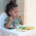 Le dam sau nu copiilor mici carne facuta la gratar? Sfatul pediatrului