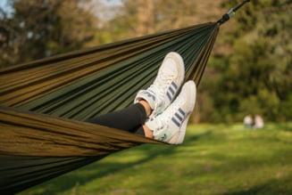 Leganatul in timpul somnului ajuta chiar mai mult decat ai putea sa crezi
