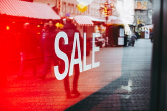 Lege impotriva ofertelor inselatoare: Magazinele, obligate sa afiseze la reduceri care a fost cel mai scazut pret din ultimele 30 de zile