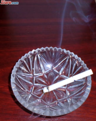 "Legea antifumat, incalcata chiar in Parlament: ""Se fumeaza fara jena in birouri!"""