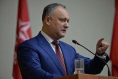 Legea care interzice unele publicatii ruse in R. Moldova a fost promulgata, dupa ce Dodon a fost suspendat