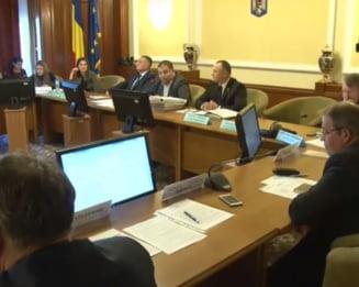 Legea de aprobare a controversatei OUG 114, unda verde in Comisia de munca, intr-o sedinta tensionata