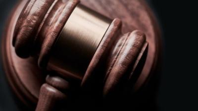 Legea potrivit careia copiii persoanelor decedate din motive politice in dictatura au dreptul la o indemnizatie lunara, promulgata de Iohannis