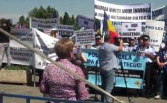 Legea salarizarii a scos bugetarii in strada: Protestele s-au domolit, dezbaterile continua in comisie (Video)