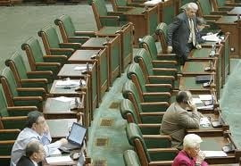 Legile de reducere a TVA la alimente si de impozitare a pensiilor, retrimise la Comisii