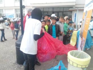 Let's Clean Up Romania-La Magurele, primul kilometru de saci pentru colectarea selectiva a deseurilor