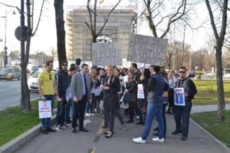 """Liberalii au protestat in fata sediului PSD: """"Aici a murit Justitia"""""""
