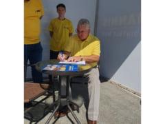 Liberalii strang semnaturi pentru sustinerea lui Klaus Iohannis la Presedintie