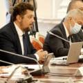 """Liderul AUR Claudiu Târziu și-a dat jos masca la audierile miniștrilor USR și """"a uitat"""" s-o pună la loc. În sală sunt 30 de persoane"""