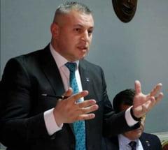 Liderul politic fara Bacalaureat a castigat o prima runda de alegeri in PNL. El candideaza pentru a fi numarul 2 in partid