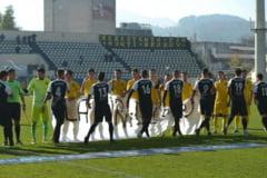 Liga 4 Brasov. AS SR Brasov a cistigat derbiul cu Coltea / Pescaru a dat lovitura de incepere a meciului