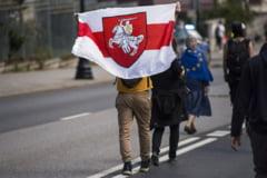 Lituania ridică în mare viteză un gard înalt de 3 metri la granița cu Belarus. Construcția ar trebui să stopeze invazia de oameni fugiți de regimul Lukașenko