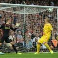 Liverpool, la pamant in Premier League