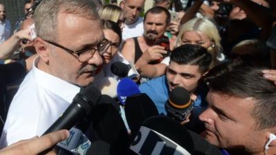 """Liviu Dragnea, huiduit la DNA: """"Borfașule, ai venit din nou? Credeai că scapi?!"""". Scandal cu îmbrânceli în fața instituției VIDEO"""