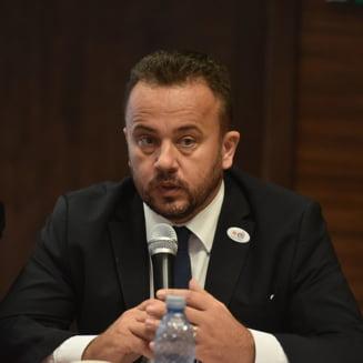 """Liviu Pop acuza de plagiat si falsificare proiectul """"Romania educata"""", lansat de Iohannis"""