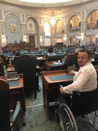 Liviu Pop s-a dus in scaun cu rotile sa voteze Codul Penal: #indrazneste sa crezi