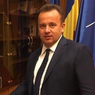Liviu Pop spune ca nici Plesu n-a fost vreun reper cand era ministru, desi are pretentii de intelectualitate