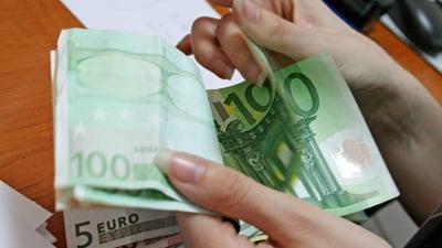 Liviu Voinea: Investitorii fug de euro tot in zona euro
